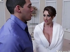 busty mom eva notty pops her titties out of doors and seduces tech guy