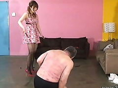 Japanese mistress spits on slaves and makes slaves get foods stepped on boots