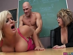 Disciplining the School Slut - Julie Cash, Johnny Sins