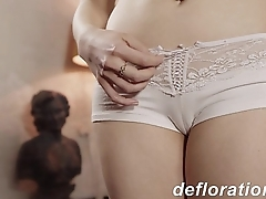 Danu Nebudu teases with her sexy moves